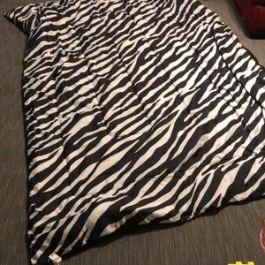 Twin XL comforter and fitted sheet